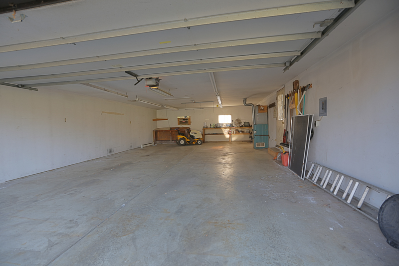 Huge Garage and Workshop with Heat and Air Conditioning; Room for 4 cars and Workshop!
